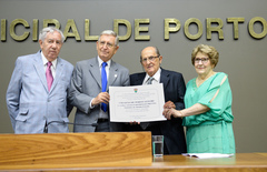 Nedel e Pretto exibem o título concedido pela Câmara