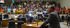 Movimentação no plenário.
