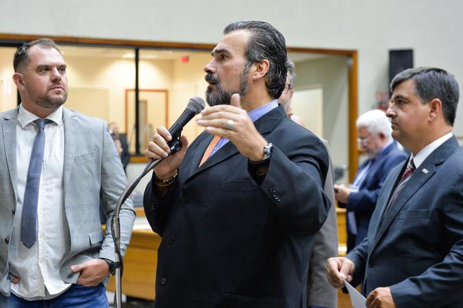 Movimentações de plenário. Na foto, os vereadores Claudio Janta, Rodrigo Maroni e José Freitas.