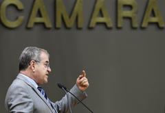 Movimentações de plenário. Na foto, o vereador Idenir Cecchim.