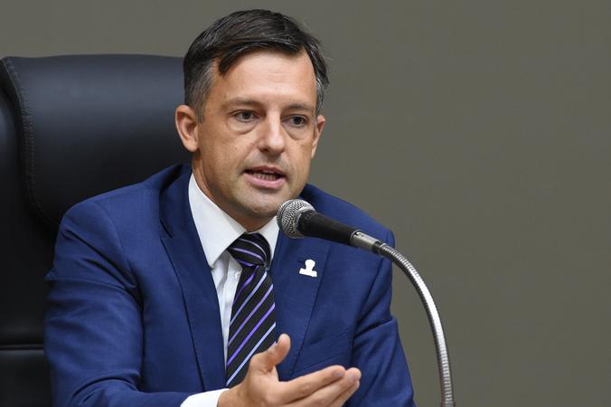 O secretario municipal de Parcerias Estratégicas, Bruno Vanuzzi, comparece a Câmara de Vereadores.