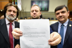 Movimentações de plenário. Na foto, os vereadores Aldacir Oliboni, André Carus e José Freitas.