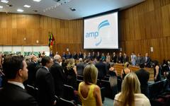 Presidente Valter Nagelstein  participa da Sessão Solene de posse da Diretoria e do Conselho de Representantes do biênio 2018/2020 da Associação do Ministério Público-RS.