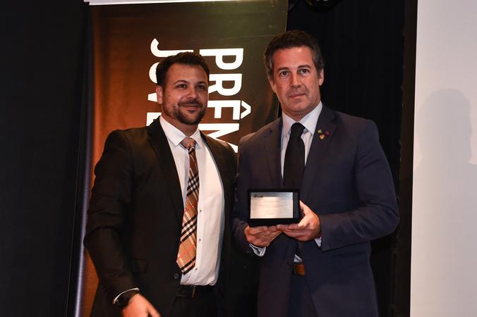Presidente Valter Nagelstein participa da 1ª Edição Prêmio Jovem Empresário AJE-POA e recebe homenagem. Na foto, com o Willian Assis (esq.)