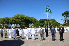 Vereador Valter (terno azul) foi um dos agraciados pela Marinha em Rio Grande