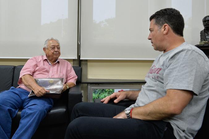 Reunião do presidente Valter Nagesltein com o desembargador Juca Giorrgis. (Foto: Giulia Secco/CMPA)