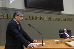 Outorga do título de Cidadão de Porto Alegre a Ademir Niffa, por proposição do vereador Adeli Sell. Na foto: Ademir Niffa