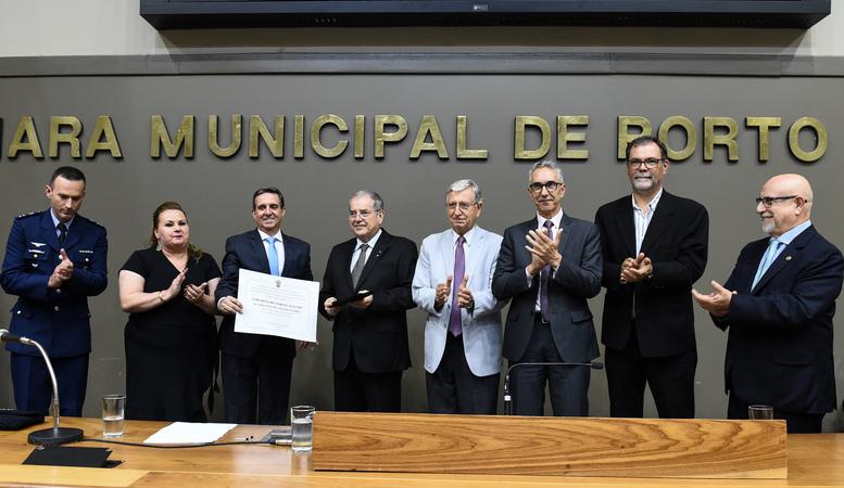Sessão Solene de outorga de título de Cidadão de Porto Alegre a Itacir Amauri Flores.