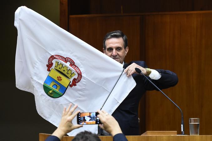 Sessão Solene de outorga de título de Cidadão de Porto Alegre a Itacir Amauri Flores. Na foto, o homenageado