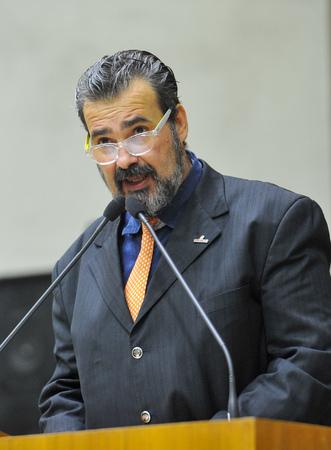 Movimentações em plenário. Na foto, o vereador Clàudio Janta.