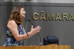 Vereador Sofia Cavedon na tribuna