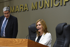 Vereadora Mônica Leal na presidência da sessão.