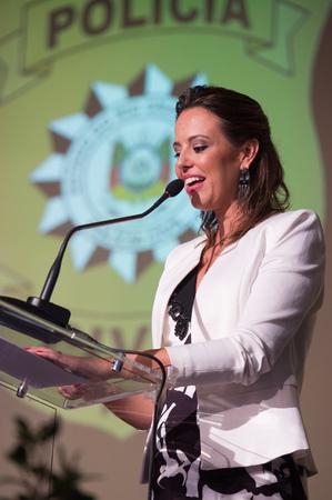 Cerimônia de Posse da Chefe de Polícia do Estado do Rio Grande do Sul, Delegada de Polícia Nadine Tagliari Farias Anflor. Na foto, ao microfone, a delegada Nadine Tagliari Farias Anflor.