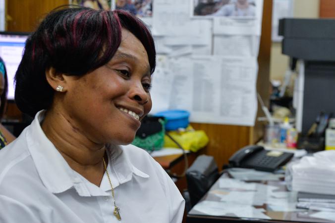 Funcionária haitiana da Câmara Municipal, Farah, conta sobre sua trajetória.