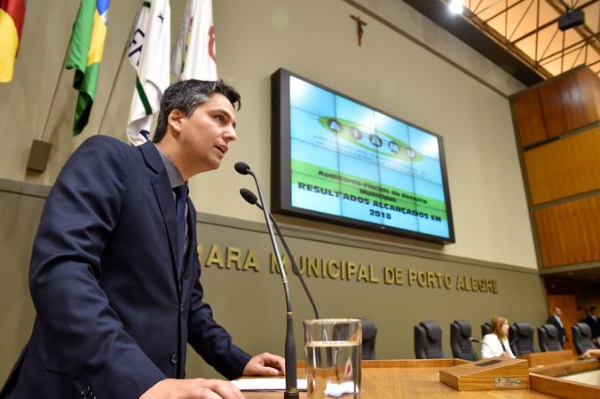 Movimentações no Plenário. Tribuna Popular para tratar dos resultados alcançados em 2018 pelos Auditores Fiscais da Receita Municipal.