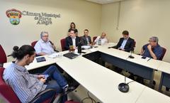 Reunião de abertura dos trabalhos. Na foto, os vereadores: Professor Bernardo, Adeli Sell, Ricardo Gomes, Cassio Trogildo, e Reginaldo Pujol.