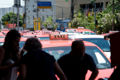 Lei que regula sistema de táxis é tema de reunião na CCJ