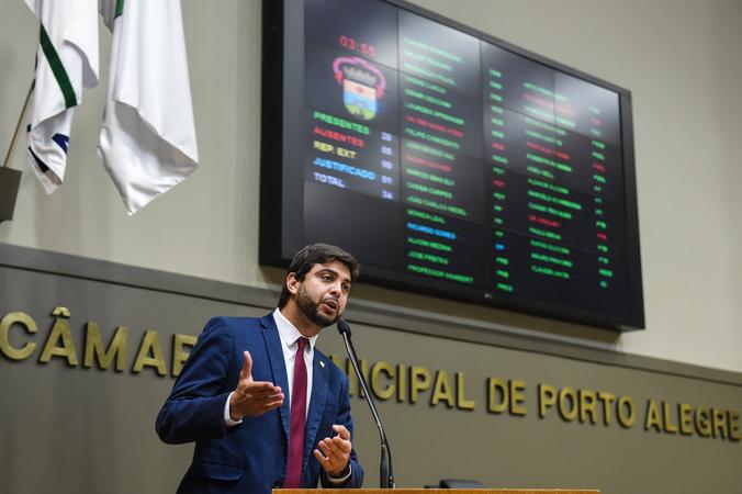 Movimentação de Plenário. Na foto: vereador Felipe Camozzato