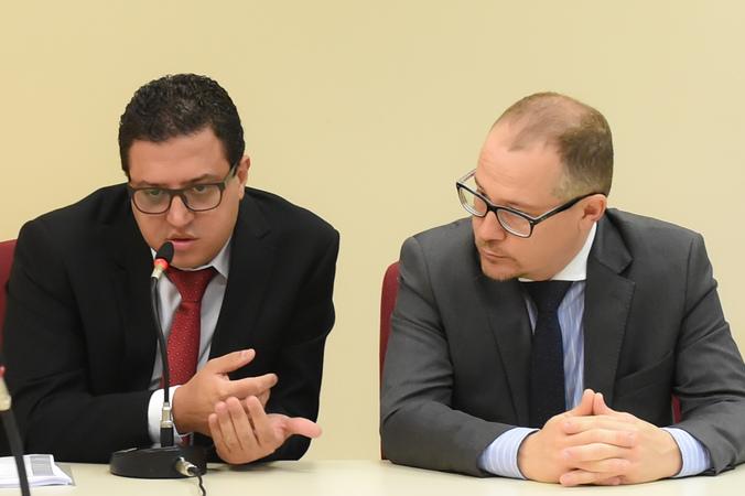 Discussão sobre a Lei Geral dos Táxis. Na foto: gerente jurídico da EPTC, Renato Oliveira (e), representante da PGM, Maurício Cunha
