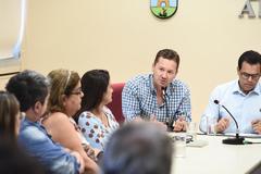Reunião sobre matrículas  na rede municipal de ensino ecalor nas escolas municipais. Na foto, vereador Mauro Zacher