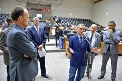 Movimentações no Plenário. Na foto, os vereadores Marcelo Sgarbossa, Roberto Robaina, Mauro Pinheiro, Reginaldo Pujol, Claudio Conceição e, ao microfone, o vereador Cassio Trogildo.