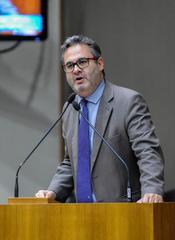 Movimentações no Plenário. Na foto: O Vereador Roberto Robaina.