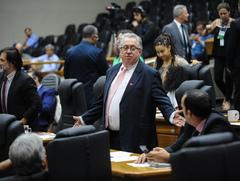 Movimentações no Plenário. Na foto:  Os Vereadores Adeli Sell e Moisés Barboza.