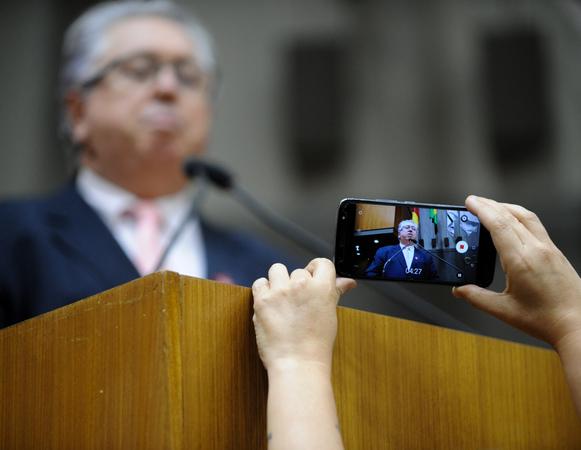 Movimentações no Plenário. Na foto:O Vereador Adeli Sell.