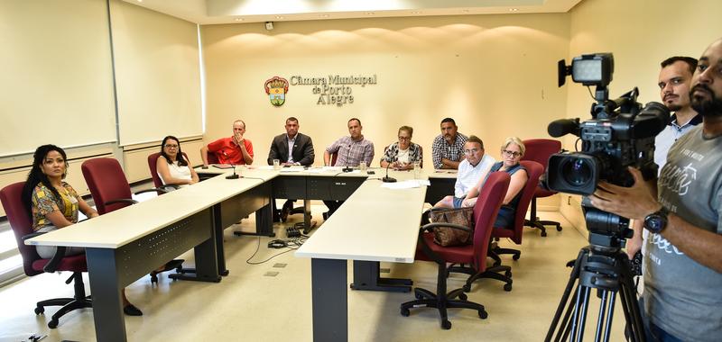 Reunião sobre a importância da doação de sangue.  Presentes representantes do hemocentro, Maria de Lurdes Peck, e Hospital Independência, Sérgio Felizardo Medina