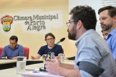 Reunião sobre a constituição do Conselho Municipal e construção da Conferência Municipal de Cultura. Na foto, ao microfone, o representante do Conselho Estadual de Cultura, Moreno Brasil.