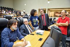 Movimentações de plenário. Na Foto, foto os vereadores Aldacir Oliboni, Adeli Sell, Karen Santos, Roberto Robaina e Marcelo Sgarbossa.