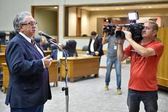 Movimentações de plenário. Na Foto, foto o vereador Adeli Sell.