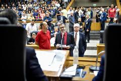 Movimentações de plenário. Na foto, os vereadores Roberto Robaina, Marcelo Sgarbossa e Adeli Sell.