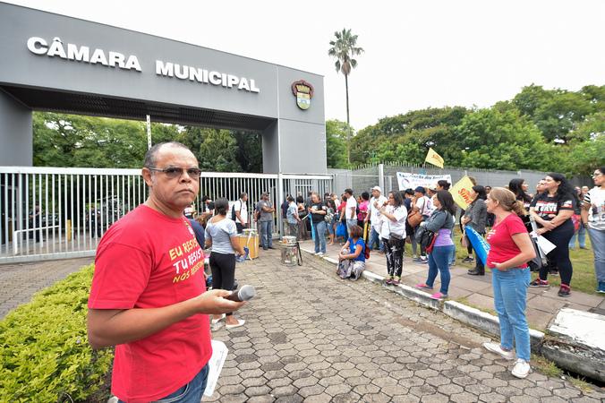 Reunião Conjunta (CCJ/CEFOR/CUTHAB) - Movimentações na área externa da Câmara. (Foto: Elson Sempé Pedroso/CMPA)