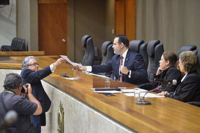Movimentações de plenário. Na foto, os vereadores Ricardo Gomes e Adeli Sell.