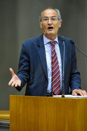 Reunião Conjunta (CCJ/CEFOR/CUTHAB) - Movimentações de plenário. Na foto, o vereador Airto Ferronato. (Foto: Bernardo Speck/CMPA)