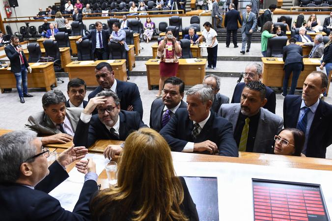 Presidente Mônica Leal e líderes de bancadas.