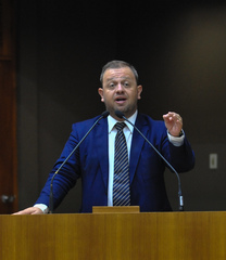 Movimentações do Plenário. Na foto, o vereador André Carús.