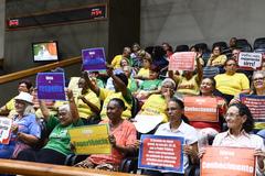 Grupos de idosos acompanharam a sessão desta segunda-feira no Plenário Otávio Rocha