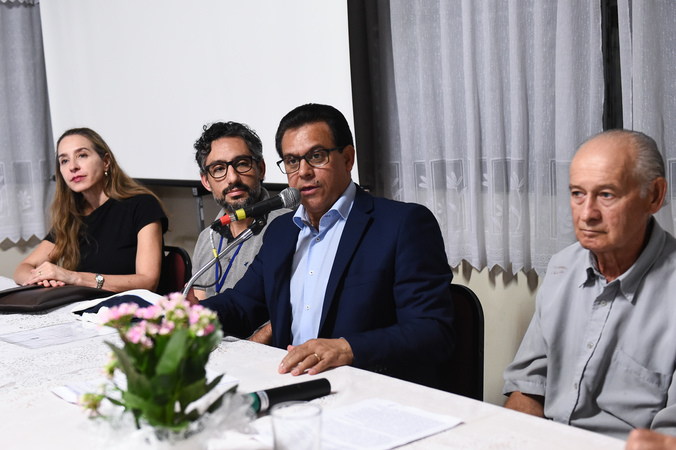 Audiência Pública para debater empreendimento imobiliário no bairro Anchieta. Na foto, ao microfone, vereador Alvoni Medina, presidente da audiência