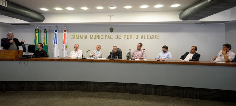 Reunião para tratar do Lago Guaíba, transporte hidroviário, turismo náutico, desassoreamento e mineração em Porto Alegre.