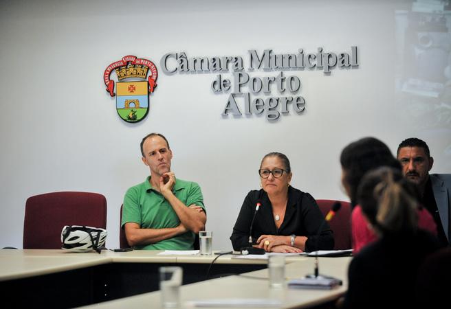Reunião de comissão sobre acumuladores de objetos e animais na cidade de Porto Alegre. Na foto, os vereadores Marcelo Sgarbossa, Lourdes Sprenger e Cláudio Conceição.