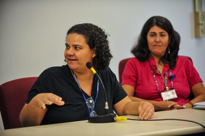 Reunião de comissão sobre acumuladores de objetos e animais na cidade de Porto Alegre.  Na foto,  ao microfone, a médica veterinária Tania de Melo Barbosa Speroni.