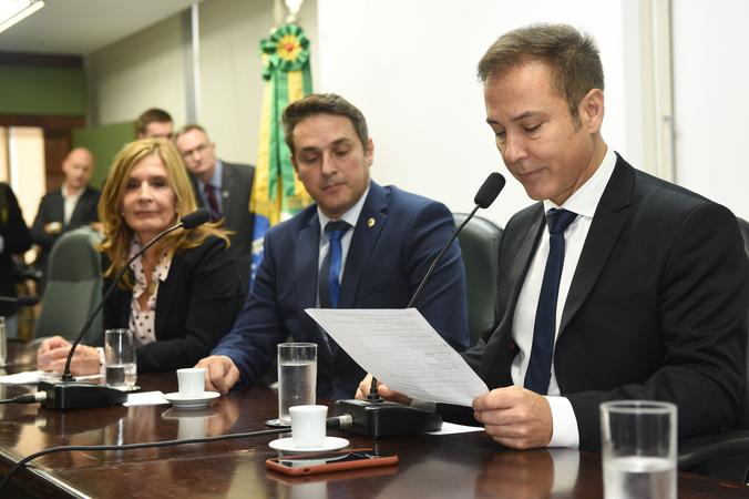 Presidente Mônica Leal participa da cerimônia de abertura da Frente Parlamentar Cívico-Militar.
