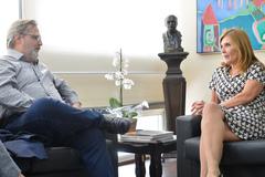 Freire visitou Câmara Municipal nesta terça-feira. Na foto, com a vereadora Mônica Leal