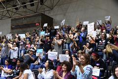 Servidores municipais lotaram galerias do plenário Otávio Rocha