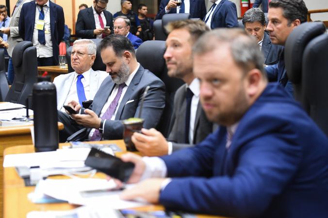 Movimentação de Plenário: na foto: da dir. vereadores André Carús, Mendes Ribeiro, Ricardo Gomes e João Carlos Nedel