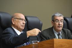 Movimentação de Plenário: na foto: vereador Reginaldo Pujol e dir. Lgislativo Luiz Afonso de Melo Peres (d)