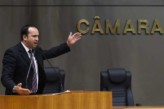 Votação do projeto que altera estatuto dos servidores municipais. Na foto: vereador Moisés Barboza (Foto: Leonardo Contursi/CMPA)