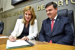 Vereadora Mônica, com José Freitas, assinou nova lei na tarde desta quarta-feira